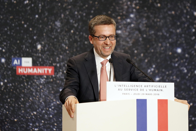 Le Commissaire européen en charge de la recherche, de la science et de l'innovation, Carlos Moedas, prononce un discours lors de la manifestation «L'intelligence artificielle pour l'humanité» à Paris le 29 mars 2018.