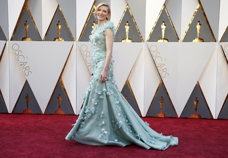 """Кейт Бланшетт (""""Кэрол"""") в платье цвета мяты от Armani"""