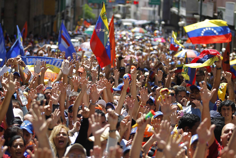 Milhares de manifestantes pediram mais informações sobre o real estado de saúde de Hugo Chávez.