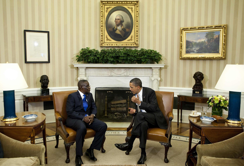 Ganawar tsohon Shugaban Amurka  Barack Obama da Shugaban Ghana  na wancan lokaci John Evans Atta Mills a fadar shugaban Amurka