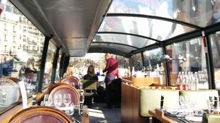 Vista do Bustronome, o ônibus restaurante que está em circulação desde setembro em Paris