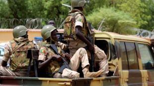 wanajeshi wa nchini Mali wakishika doria kwenye mji wa Gao.