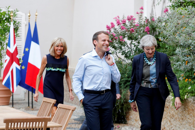 Президент Франции Эмманюэль Макрон и премьер-министр Великобритании Тереза Мэй в Форте де Брегансон в августе 2018 г.