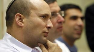 Naftali Bennett, le chef de file du parti de droite lors d'une réunion avec ses suppoteurs, dans une synagogue de Tel Aviv, le 14 janvier 2013.