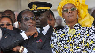 Zimbabwe's President Mugabe and his wife attend the ceremony marking 35th anniversary of Mozambique's independence from Portugal