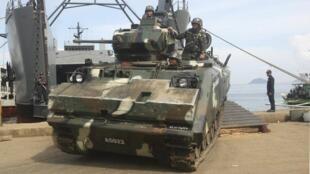Xe tăng quân đội Philippines, tới Jolo, Sulu, miền nam, để truy lùng nhóm Abu Sayyaf, ngày 16/10/2014
