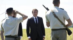 """法國總統馬克龍周日17日前往""""蒙科爾內戰役""""當年的戰場"""