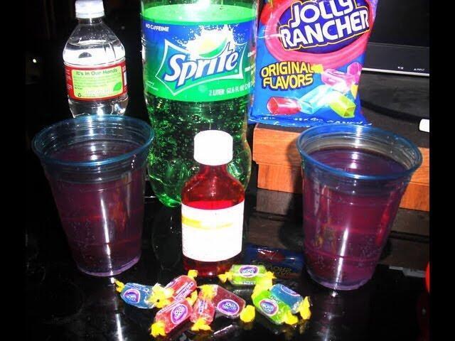 """A mistura """"purple drank,"""" é uma mistura de xarope para tosse com álcool, antiistamínicos ou antialérgicos e refrigerantes."""