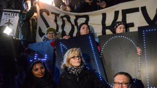 La actriz Jane Fonda participa en una protesta contra la orden de Trump de relanzar los oleoductos Keystone XL y Dakota Access. Nueva York, 24 de enero de 2017.