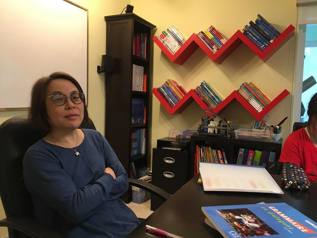 Caroline Xu enseigne le français dans sa « classe » à son domicile de Vancouver.