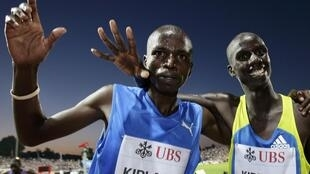 Le Kenyan Brimin Kiprop Kipruto et l'Ougandais Benjamin Kiplagat.