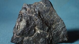 Une pechblende, dont on exploite les gisements pour extraire l'uranium.