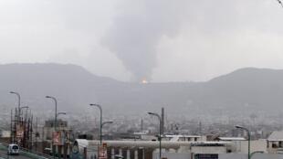 Novos bombardeios contra posições dos xiitas houthis em Aden, no sul do Iêmen. 6/04/15