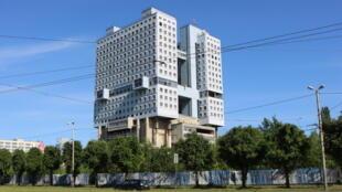 La Maison des Soviets à Kaliningrad, un bloc de béton qui n'a jamais été achevé et qui est vide aujourd'hui.