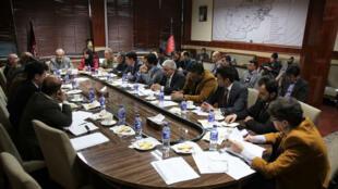 نشست فیروزالدین فیروز، وزیر بهداشت افغانستان، در نشست به مسئولان این وزارت دستور داد، با هدف پیشگیری و کنترل از شیوع ویروس کرونا، مرزهای غربی کشور با ایران تحت توجه و کنترل جدی قرار گیرد..
