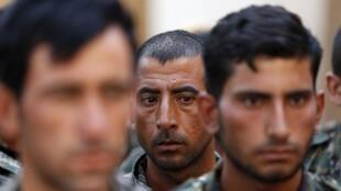 Particulièrement ciblés par les exactions de l'Etat islamique, les Yézidis s'organisent et rejoignent les rangs des milices kurdes (YPG).