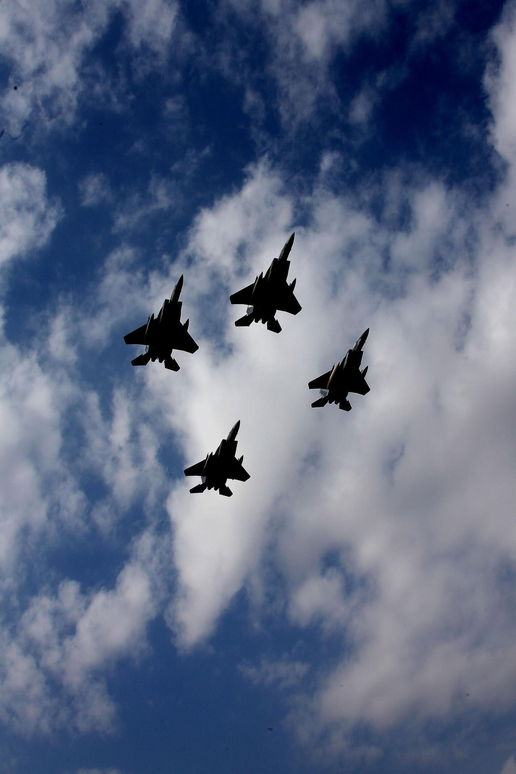 Ndege za kivita F15 za Saudi Arabia katika mazoezi kwenye anga ya Riyad, mjimkuu wa Saudi Arabia.