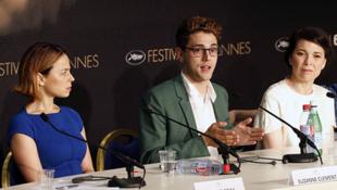 O diretor Xavier Dolan ao lado das atrizes Anna Dorval (à dir.) e Suzanne Clement (à esq.), na coletiva de imprensa em Cannes.