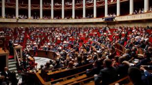 Cinquante députés se sont abstenus lors du vote à l'Assemblée sur la loi anticasseurs (illustration).