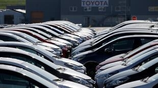 Des véhicules neufs devant l'usine Toyota d'Onnaing (France), le 21 avril 2020.