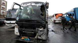 Autocarros que transportavam peregrinos atingidos pelo ataque de Damasco.