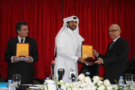 Monsieur Alain de Pouzilhac, Président directeur général de l'Audiovisuel extérieur de la France, Cheikh Jabor Bin Yousef Al Thani, Président Exécutif du QMC, et Monsieur Gilles Bonnaud, Ambassadeur de France au Qatar