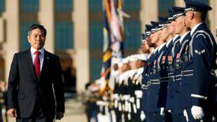 O ministro sul-coreano da Defesa, Jeong Kyeong-doo, pediu desculpas às vítimas de estupros cometidos por soldados.