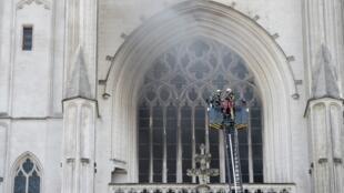 Une enquête a été ouverte pour «incendie volontaire» suite au feu qui a touché la cathédrale de Nantes, le samedi 18 juillet 2020.