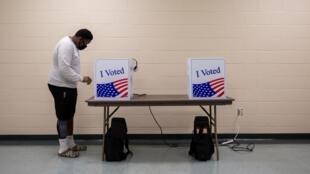 Opération de vote anticipé à Sumter, en Caroline du Sud, le 9 octobre 2020.