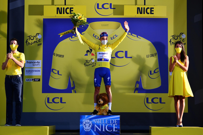 Después de 14 días vestido de amarillo el año pasado, Julien Alaphillipe porta de nuevo el maillot de líder.