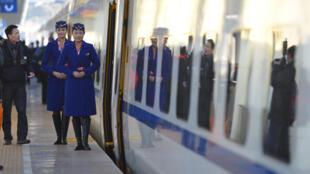La Chine a inauguré sa première ligne de chemin de fer à grande vitesse reliant le Xinjiang au reste du pays.