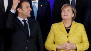 Shuagabannin biyu ta Jamus Angele Merkel da takwaranta na Faransa Emmanuel Macron za su hade kai wajen sanar da manufofin tattalin arziki daya wanda ake kyautata zaton zai sha bamban dana shugaban Amurka Donald Trump.