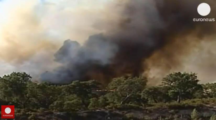 Imagens de televisão mostram incêndio no norte de Portugal, nesta quarta-feira, dia 21 de agosto.