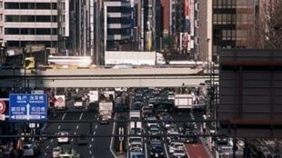Seule la ville de Tokyo force les entreprises qui ne parviennent pas à réduire leurs émissions de dioxyde de carbone à acheter des permis d'émission de CO2.