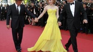 Brad Pitt (G), Jessica Chastain (C) et Sean Penn (D), les acteurs du film en compétition à Cannes  «L'arbre de vie» Terrence Malick, le 16 mai 2011.