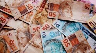 Brasil sai da recessão com impulso do mercado interno