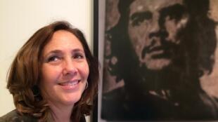 """Mariela Castro Espín en la exposición fotográfica """"Translúcidas""""."""