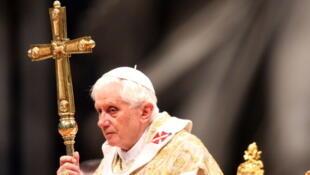 O papa Bento XVI concede à televisão italiana nesta Sexta-feira Santa.