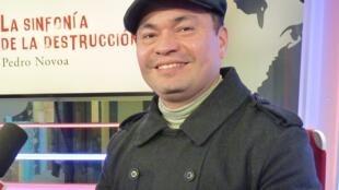 Pedro Novoa en los estudios de RFI