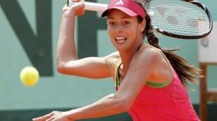 A sérvia Ana Ivanovic, que venceu em Roland Garros em 2008, sai logo na primeira rodada perdendo para sueca Johanna Larsson