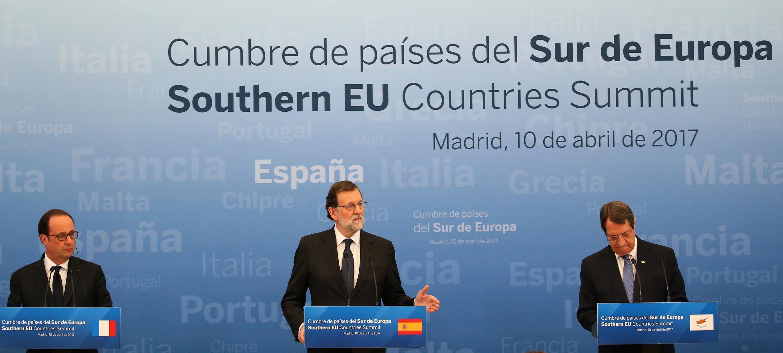 Le président français François Hollande, le premier ministre espagnol Mariano Rajoy et le premier ministre chypriote Nicos Anastasiades au Sommet Européen, au Palais royal d'El Pardo à Madrid le 10 avril 2017.