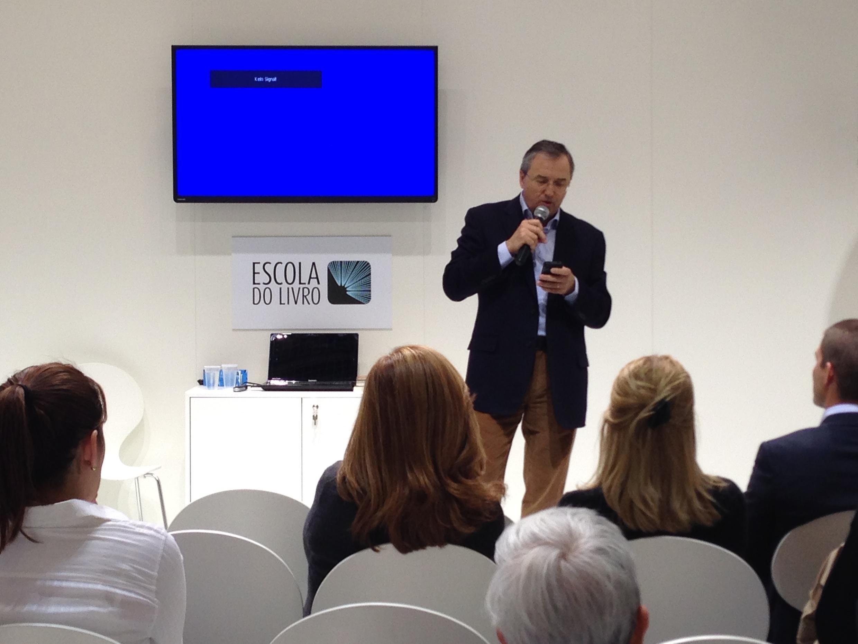 "Laurentino Gomes, autor do best-seller histórico ""1808"", durante palestra em Frankfurt."