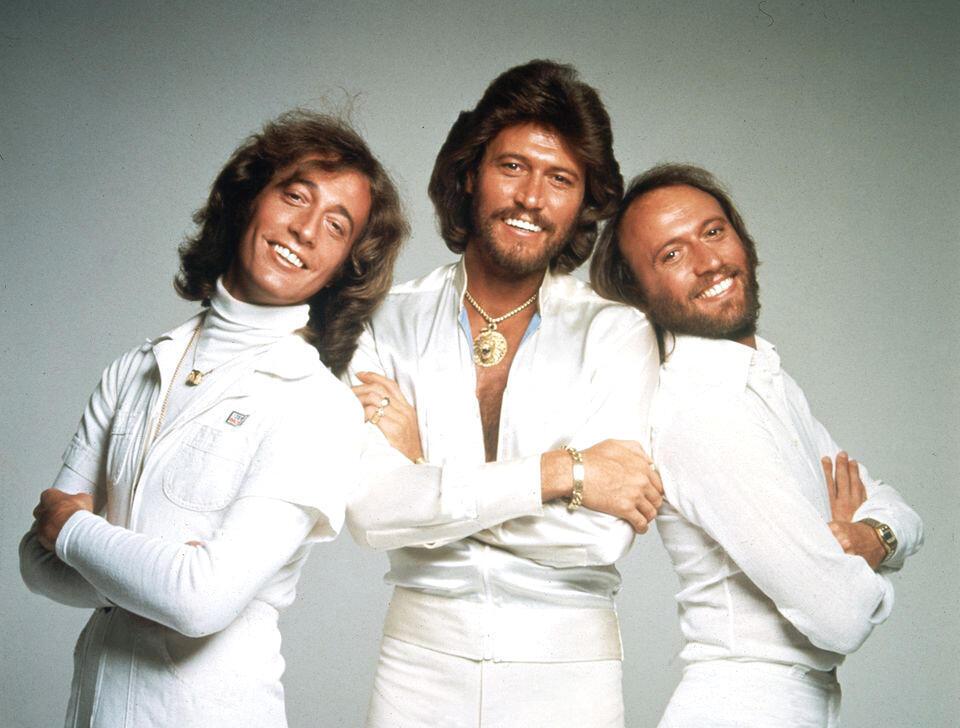 Robin, Barry và Maurice Gibb, ba thành viên nhóm Bee Gees (DR)