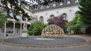 Une vue de l'hôpital désaffecté Saint Vincent de Paul, à Paris.