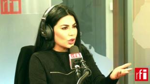 آریانا سعید در استودیو رادیو بینالمللی فرانسه (RFI)