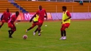 """Os """"Mambinhas"""" Sub-23, empataram, 0/0, frente a Uganda. Foto de 2012, com a devida vénia do blog do Centro de informação desportiva moçambicana"""