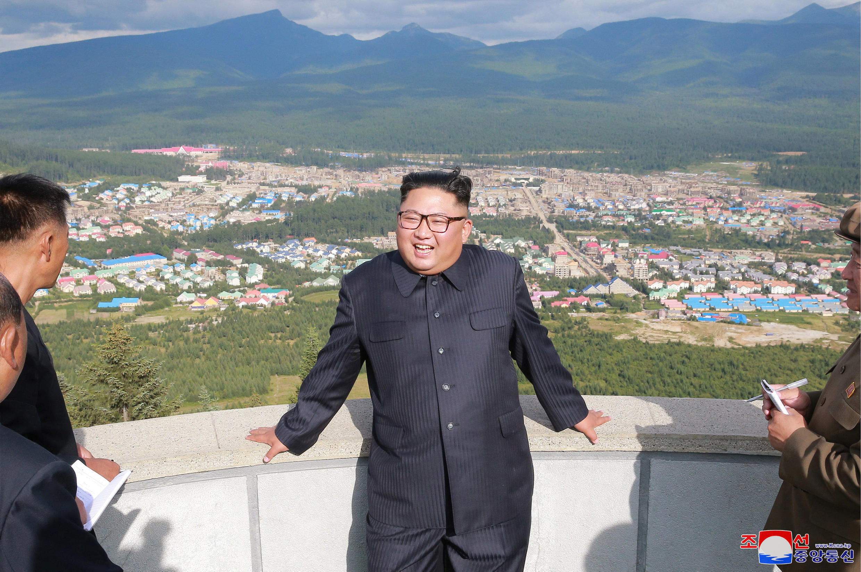Lãnh đạo Bắc Triều Tiên Kim Jong Un đến viếng công trường xây dựng ở Samjiyon County. Ảnh công bố ngày 18/08/2018.