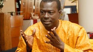 Alioune Sall, avocat et agrégé de droit à  Dakar.