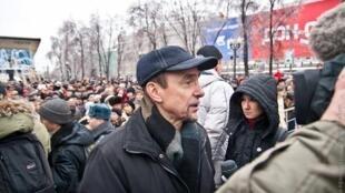 Лев Пономарев на митинге на Пушкинской пл.