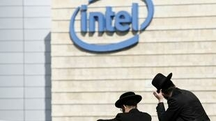 Des juifs orthodoxes se rendent à la manifestation contre Intel ce samedi 14 novembre 2009.